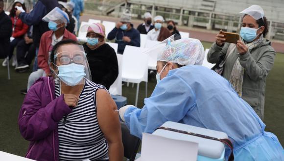 Vacunaci�n COVID-19: consulta AQU� fecha, lugar y hora para personas de 50 a�os a m�s