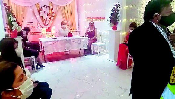 Doce personas fueron llevadas a la comisar�a por celebrar matrimonio civil en Huancayo (VIDEO)