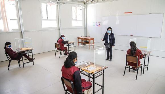 En Jun�n unas 258 instituciones educativas ya realizan clases de manera semipresencial
