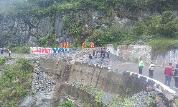 Huaico cubre y bloquea el pase en la carretera de ingreso a la Selva Central