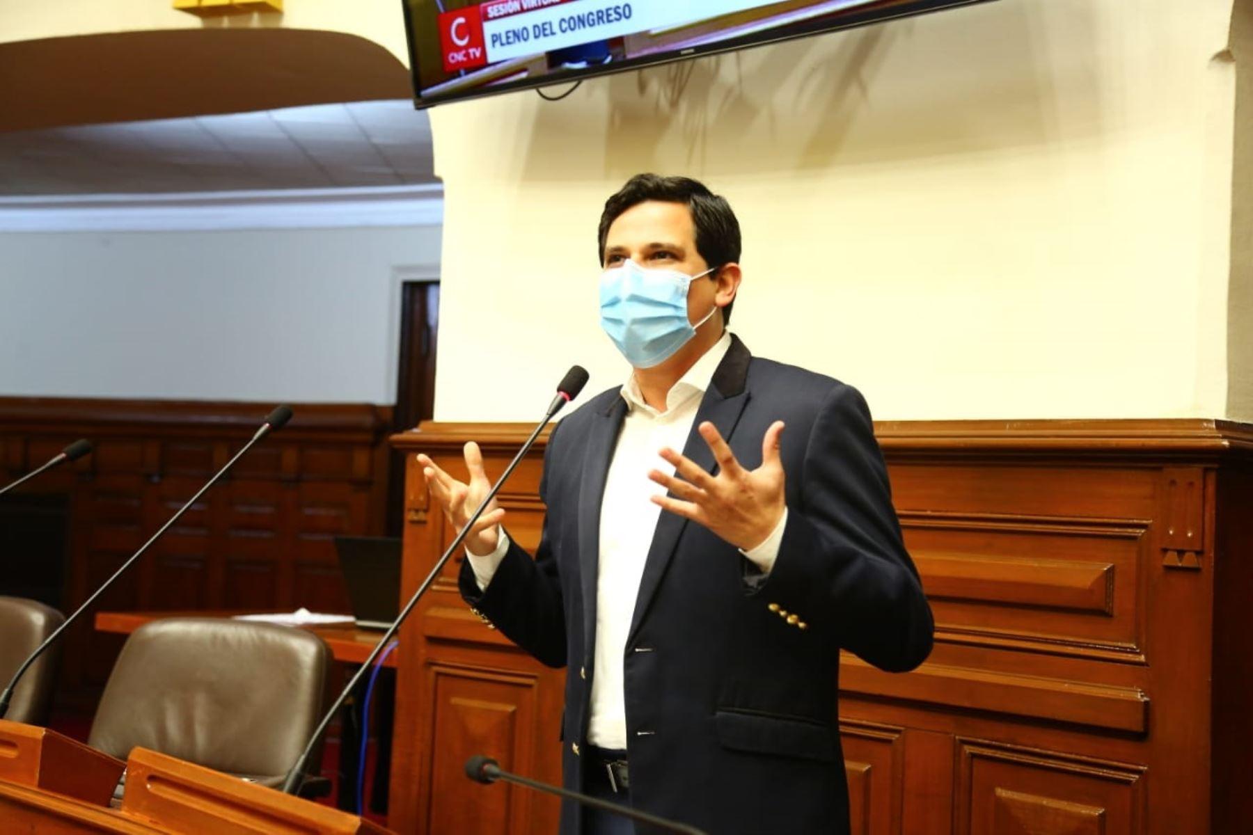 Cesar Combina: Castillo aprovech� que pocos conoc�an la corrupci�n de Cerr�n