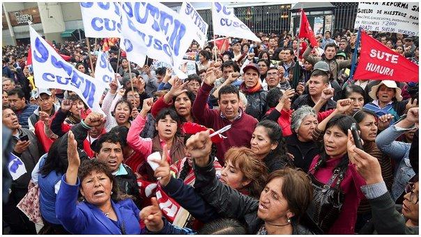 PPK busca destrabar huelga magisterial y convoca al diálogo en Palacio