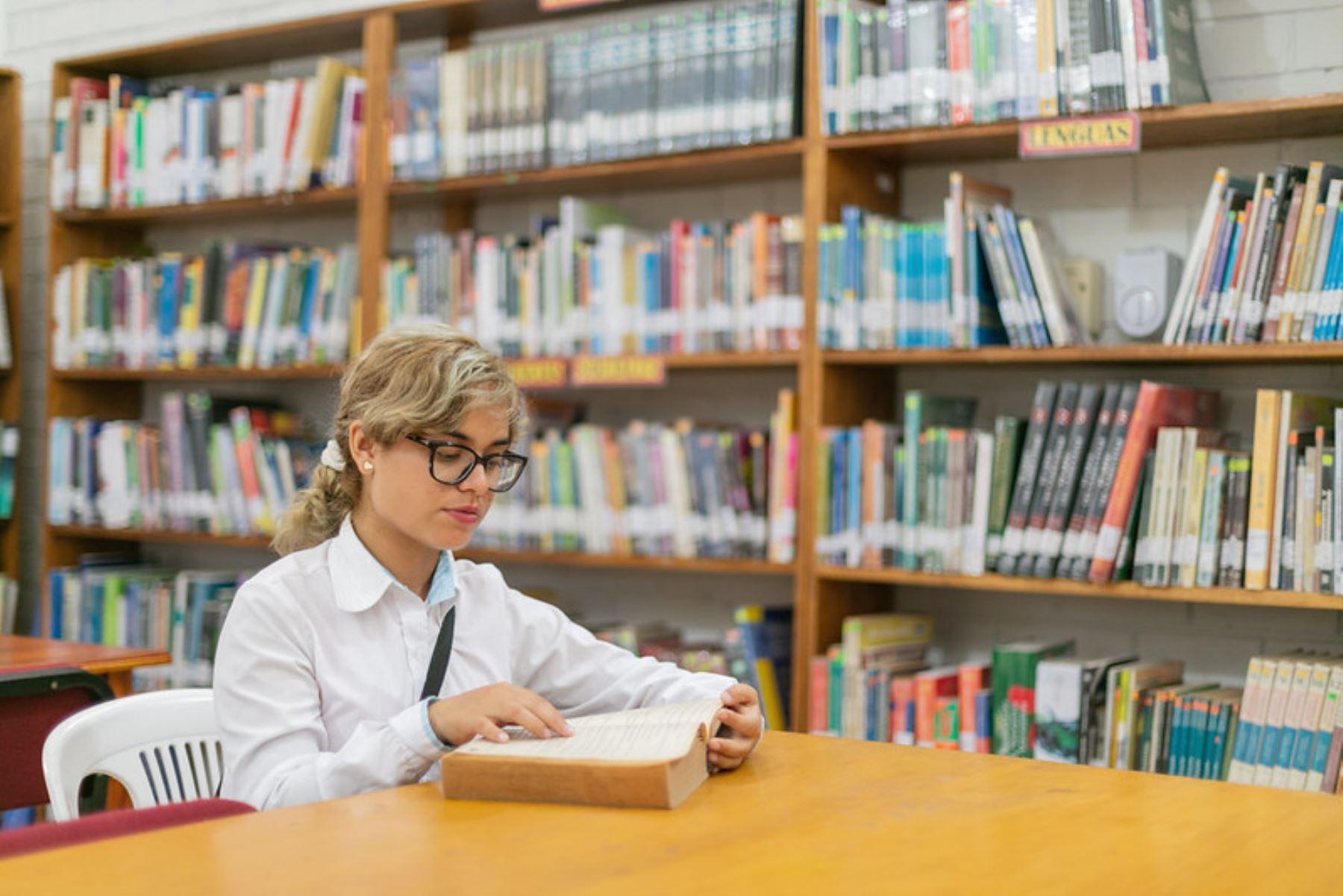 Ofrecen becas para que hijos de docentes sigan carrera en universidades, �c�ales son los requisitos