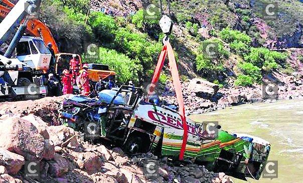Sacan bus de Turismo Central del río Mantaro y solo hallan dos cadáveres