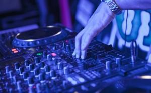 Facebook prohibe retransmitir musica en directo a los DJ