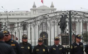 Ejecutivo tiene a 400 policías para su resguardo