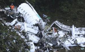 El trágico accidente de Chapecoense: cayó el avión en el que viajaba el plantel y hay al menos 75 mu