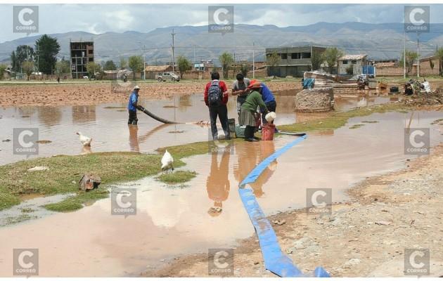 Así quedan casas y cultivos tras intensas lluvias y huaicos en la región central del país