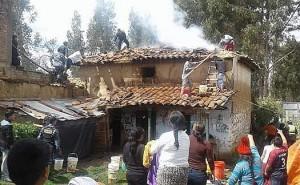 Celular explota y provoca incendio que deja a anciana en la calle