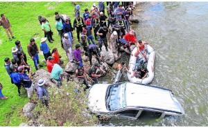 Huancayo: Diez viajeros caen al río Cunas, 4 mueren y niña desaparece