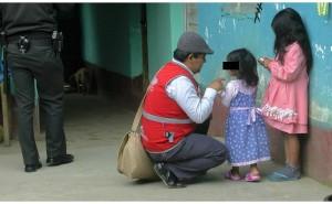 Huancayo: Mujer golpea con soguilla a niña de cinco años por perder útiles escolares