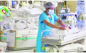"""Huancayo: Padres abandonan a bebé prematura en hospital """"El Carmen"""""""