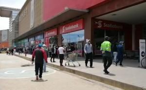 Huancayo: Mujer muere en violento impacto de camioneta con camión