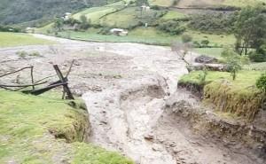 Lluvias torrenciales azotan a la población de Roble y alcalde pide ayuda a GRH