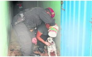 Huancayo: Policía hace de todo por salvar a mascota de envenenamiento